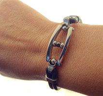 1201 Armband med stldetaljer